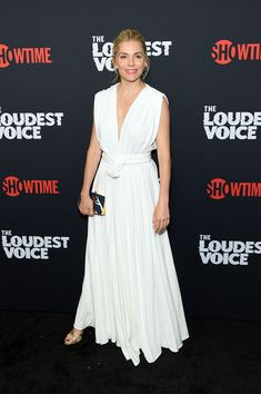 """Sienna Miller in Oscar de la Renta attends """"The Loudest Voice"""" NYC premiere. Sienna Miller Style, Marisa Miller, Grecian Goddess, Nyc, Kendall Jenner Outfits, Naomi Watts, Spring Summer Trends, Victoria Dress, Tokyo Fashion"""