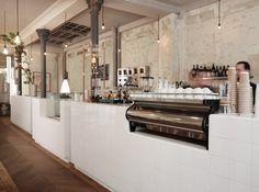 cafe costume paris - bar closeup