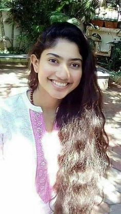 South Actress, South Indian Actress, Beautiful Indian Actress, Sai Pallavi Hd Images, Indian Heroine, Love Background Images, Saree Photoshoot, Cute Celebrities, Celebs