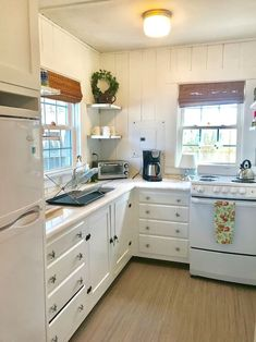 "STAY IN A ""TINY HOUSE""*Walk to Beach*Pet Friendly* - Cottages for Rent in Dennis Port, Massachusetts, United States"