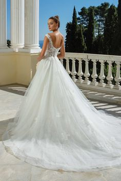 Justin Alexander - Style 88117: V-Neck with Straps Ball Gown Wedding Dress Pictures, New Wedding Dresses, Elegant Wedding Dress, Lace Ball Gowns, Tulle Ball Gown, Bodice Wedding Dress, Gown Wedding, Dream Wedding, Bridal Boutique