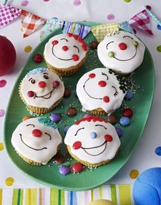 Funny Muffins - Recipes for cupcakes with fun factor - Boys Birthday Party ideas - Kuchen Muffin Recipes, Cupcake Recipes, Free Recipes, Party Recipes, Dessert Recipes, Karneval Snacks, Clown Cupcakes, Childrens Meals, Ice Cream Party