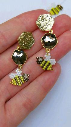 Diy Seed Bead Earrings, Seed Bead Jewelry, Beaded Earrings, Stud Earrings, Beaded Jewelry Designs, Beaded Crafts, Earring Crafts, Friendship Bracelets, Jewelery