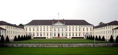 Das Schloss Bollevue (der erste Amtssitz des deutschen Bundespräsidenten), Berlin Deutschland / Bellevue Palace (official residence of the German President), Berlin, Germany