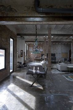 Not a typical Spanish interior design here in this Barcelona loft. Today's TrendHome is an old printing factory turned into industrial American style loft. The Sq ft, two story space was… Loft Estilo Industrial, Industrial Living, Modern Industrial, Rustic Modern, Modern Loft, Industrial Industry, Industrial Lamps, Industrial Loft Apartment, Rustic Loft