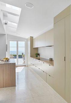 Beautiful oak kitchen in bright shades