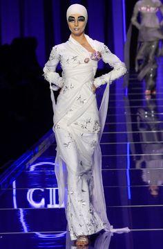 Christian Dior Haute Couture SS 2004 - Paris Fashion Week. Model: Ekaterina.