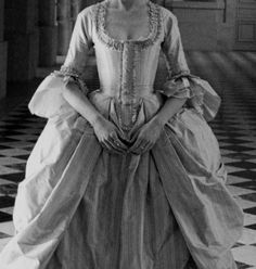 lament-for-the-past:  Gown