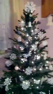 Stromeček na bílo stříbrný