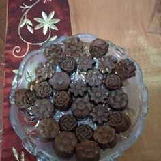 Πανεύκολα σοκολατάκια με χαλβά, με 2 υλικά συνταγή από minioula - Cookpad Candy, Chocolate, Food, Chocolates, Eten, Candles, Brown, Meals, Candy Bars