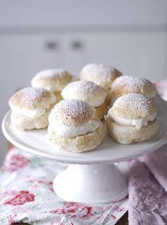 Buns with cream