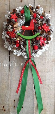 Türkranz für den Advent in rot und grün / door wreath for advent in red and green by NobilisFloral via DaWanda.com