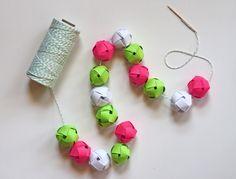 DIY: woven paper balls garland