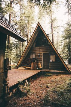 Coyote Atelier cabin inspiration: Michael Flugstad's Mount Rainier a-frame cabin shot. A Frame Cabin, A Frame House, Tiny House Cabin, Cabin Homes, Log Homes, Cabins In The Woods, House In The Woods, Little Cabin, Cabins And Cottages
