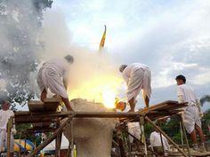 Traditioneller Tempel Guss einer Statue