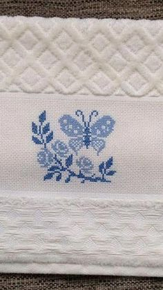 punto croce designs by Cross Stitch Cards, Cross Stitch Samples, Modern Cross-Stitch, Embr Cross Stitch Cards, Cross Stitch Borders, Modern Cross Stitch, Cross Stitching, Butterfly Cross Stitch, Cross Stitch Rose, Beaded Cross Stitch, Wool Embroidery, Cross Stitch Embroidery