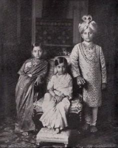 Vintage India - Maharajah Jaya Chamaraja Waidyar of Mysore with. Rare Photos, Vintage Photographs, Vintage Photos, Antique Photos, History Of India, Asian History, Old Pictures, Old Photos, Royal Indian