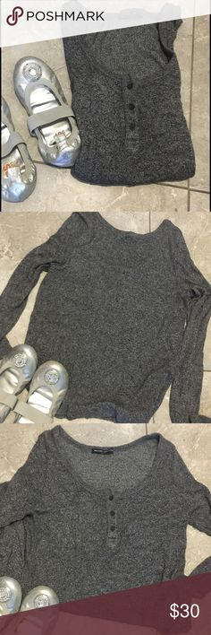 BRANDY MELVILLE LiGHTweight Longsleeve top.... This smoke grey lightweight brandy Melville top can be used as a sweater layered or a top.. It's one size fits all so you know it's very comfy.. 4th pic shows the true color.. Brandy Melville Tops Tees - Long Sleeve