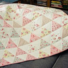 Floral pink Crib quilt, girl baby gift, Patchwork for children, baby quilt, triangle quilt, nursery decor, gift for baby, baptism gift
