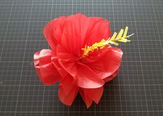 ハイビスカスのポンポンフラワー #ハイビスカス #ハワイアン #ハワイ #トロピカル #hawaii #hibiscus #ポンポン #ペーパーポンポン #ナベチン Summer Crafts, Diy And Crafts, Crafts For Kids, Fabric Flowers, Paper Flowers, Hawaiian Crafts, Aloha Party, Origami Decoration, Happy Birthday