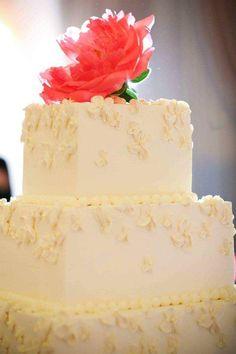 Pretty wedding cake topper! cake by @Steven Trotter Becker Fine Dining. photo by @Johanna Hörrmann Kleine #cake_decorating #wedding
