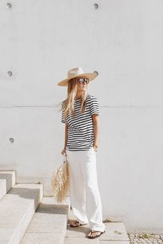 Janessa Leone hat, Bassike stripe tee, Loewe glasses and Jacquemus baci straw ba. Best Casual Outfits, Summer Outfits, Mode Style, Style Me, Tom Y Jerry, Jacquemus, Quoi Porter, Summer Stripes, Weekend Wear