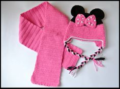 Minnie Mouse hat & scarf