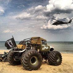 It's #TushyThursday Back'm Up! www.jeepbeef.com _______________________________