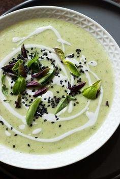 Zucchinisuppe mit Kokosmilch und Limette - Zucchini Rezept Supper mit leckerem Topping vegan