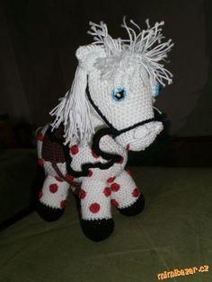 HÁČKOVÁNÍ - Háčkovaný Koník Crochet Yarn, Crochet Toys, Yarn Images, Spongebob, Free Pattern, Snoopy, Teddy Bear, Christmas Ornaments, Knitting