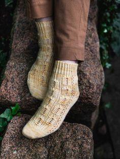 Litha Socks - Laine Magazine Issue 11: Marjoram Knitting Patterns, Crochet Patterns, Sock Yarn, Knitting Socks, Magazine, Fashion, Knit Socks, Moda, Knit Patterns