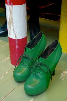 beautiful green leather, would very much like these in my collection!
