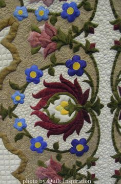 Persian Promise by Ansa Breytenbach (New Zealand).  Machine appliqued, machine quilted. 2nd Place- Traditional, XVIII World Quilt Show  (Florida). Closeup photo by Quilt Inspiration.