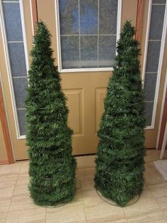 Little House on the Corner: DIY Holiday Decor: Tomato Cage Christmas Trees Good.
