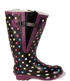 A selection of the best women's wide calf rain boots available and tips for plus size foot wear shopping. Cute Rain Boots, Girls Rain Boots, Cute Shoes, Rubber Rain Boots, Big Girl Clothes, Rainy Day Fashion, Black Suede Wedges, Boating Outfit, Wide Calf Boots