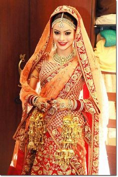Aama Sharif wore a Sabyasachi lehenga on her wedding day.