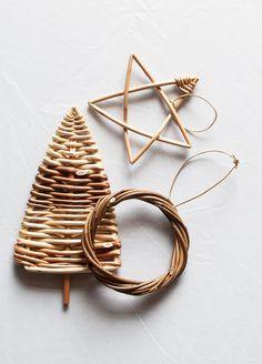 November Half-day willow weaving course: Christmas Decorations - Make… Festive Crafts, Diy And Crafts, Christmas Crafts, Arts And Crafts, Paper Crafts, Christmas Ornaments, Paper Weaving, Weaving Art, Willow Weaving