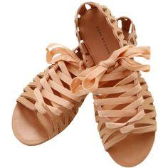 これこそ走れるパンプス♪スニーカーパンプス★雨の日もOK★ ❤ liked on Polyvore featuring shoes, sandals, flats, sapatos, zapatos, flat shoes, flat pumps, flat heel shoes and flats sandals