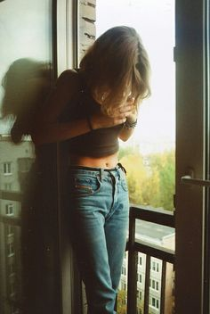 I love the look of a crop top, high waisted jeans