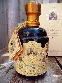 Aceto balsamico di  Modena. Da vino italiano.   Modena balsamic vinegar, from italian wine.