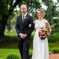 Sempre é bom relembrar os momentos especiais, como o casamento da @glauciaorth 😍😍😍😍 #vestine #atelievestine #feitoamao #vestidosenoiva #noiva #instafashion