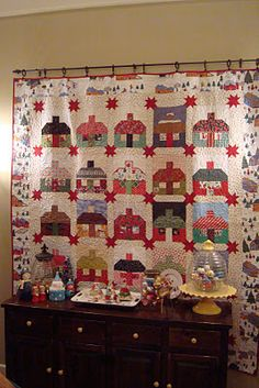 Nanette of Freda's Hive made this adorable house quilt.