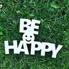 Dekorace+na+zeď+-+dřevěná+samolepka+BE+HAPPY+dodáváno+s+páskou+pro+uchycení