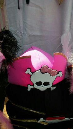 Gorros piratas para disfrazarse! Hechos de goma eva o foami! Snoopy, Kids, Fictional Characters, Art, Pink, Pirates, Beanies, Facts, Jelly Beans