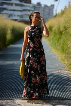Milan street style outfit, flower dress and yellow bag, flower power http://destijl.it/fashion/end-of-summer/
