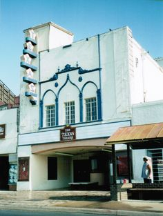The facade in 2001, when the Oak Cliff Foundation purchased the building.