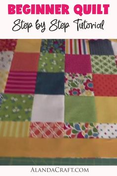 Make an easy patchwork quilt with this FREE step-by-step tutorial. Video and written instructions included. Easy beginner quilting pattern. Beginner Quilting, Beginner Quilt Patterns, Quilting For Beginners, Quilting Tutorials, Craft Tutorials, Quilting Projects, Jellyroll Quilts, Easy Quilts, Quilt Blocks