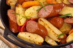 I wurstel con patate e verdure in padella sono un secondo piatto semplice e veloce da preparare ma anche economico. Ecco la ricetta