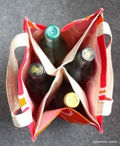 Designed by Chance: DIY Wine Tote: AKA Booze Bag. Bottles or not, I love the sections to keep my groceries apart Sewing Hacks, Sewing Tutorials, Sewing Crafts, Sewing Projects, Sewing Patterns, Tape Crafts, Wine Tote, Wine Bags, Wine Purse