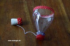 Geschicklichkeitsspiel aus Plastikflasche und Korken / Skill game made of…